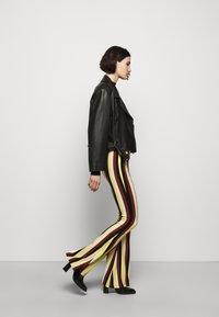 Stieglitz - BINDI FLARED - Trousers - chai - 4