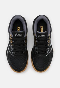 ASICS - UPCOURT  - Sports shoes - black/pure silver - 3