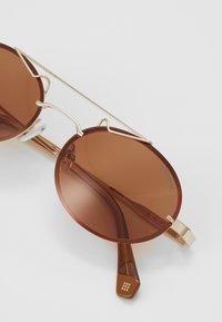 Polaroid - Okulary przeciwsłoneczne - gold/brown - 4