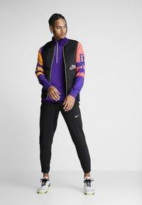 Nike Performance - WILD RUN AEROLAYER VEST - Chaleco - black/grey fog/reflective silver - 1