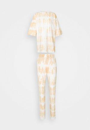 TIE DYE OVERSIZED JOGGER SET - Print T-shirt - camel