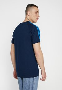 adidas Originals - ADICOLOR 3 STRIPES TEE - Print T-shirt - collegiate navy - 2