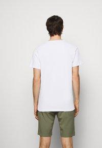 Les Deux - AUSTIN - Basic T-shirt - white - 2
