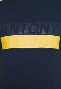 Antony Morato - SLIM FIT - Print T-shirt - avio blu - 5