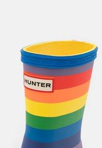 Hunter ORIGINAL - ORIGINAL KIDS FIRST CLASSIC RAINBOW PRINT WELLINGTON BOOTS - Kumisaappaat - multicoloured - 5