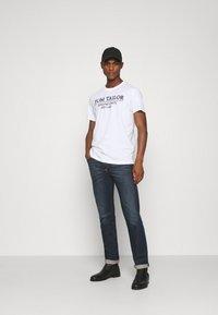 TOM TAILOR - Camiseta estampada - white - 1