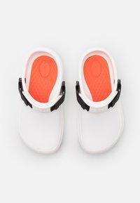 Crocs - BISTRO PRO LITERIDE UNISEX - Mules - white - 3