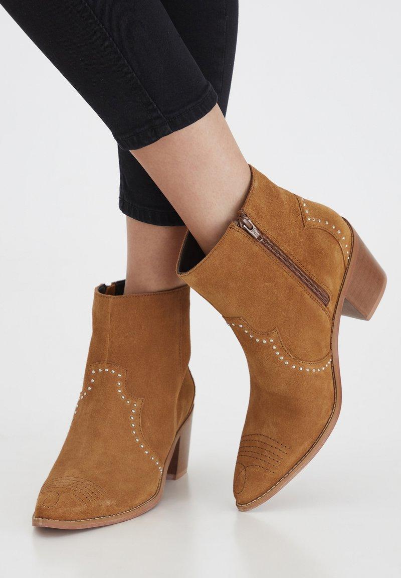 ICHI - IAFANN SUEDE BOOT - Ankle boots - thrunsh
