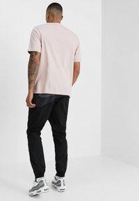 Nike Sportswear - WOVEN PANT - Tracksuit bottoms - black/anthracite/dark grey - 2