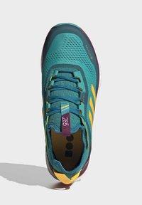 adidas Performance - TERREX AGRAVIC GORE-TEX BOOST TRAIL RUNNING - Løbesko trail - turquoise - 2