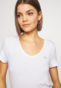 Hollister Co. - EASY BASIC 3 PACK - T-shirts - white/grey/navy - 6