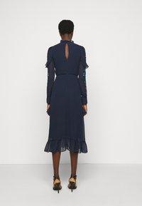 Hope & Ivy Tall - AILWYNN - Sukienka koktajlowa - dark blue - 2