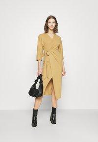 River Island - Pletené šaty - camel - 1