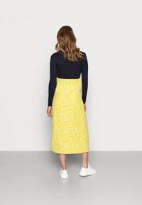 Glamorous Bloom - CARE SLIP SKIRT - Maksihame - yellow ditsy - 2