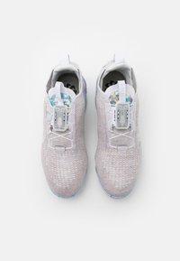 Nike Sportswear - AIR VAPORMAX 2020 FK UNISEX - Sneakers - white/summit white - 5