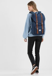 Herschel - LITTLE AMERICA  - Zaino - dark blue - 5
