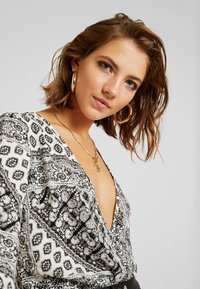 Missguided - FLORAL SCARF PRINT PLUNGE BODYSUIT - Blouse - white - 3