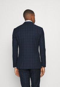 Isaac Dewhirst - THE FASHION SUIT PEAK WINDOW CHECK - Suit - dark blue - 3