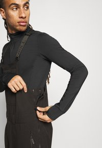 O'Neill - SHRED BIB PANTS - Snow pants - black out - 5