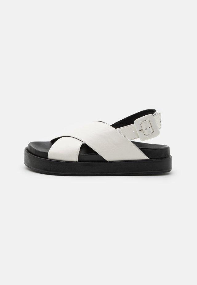 PIPPY - Korkeakorkoiset sandaalit - white