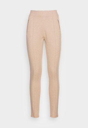 EKAJA - Teplákové kalhoty - cashmere cream melange