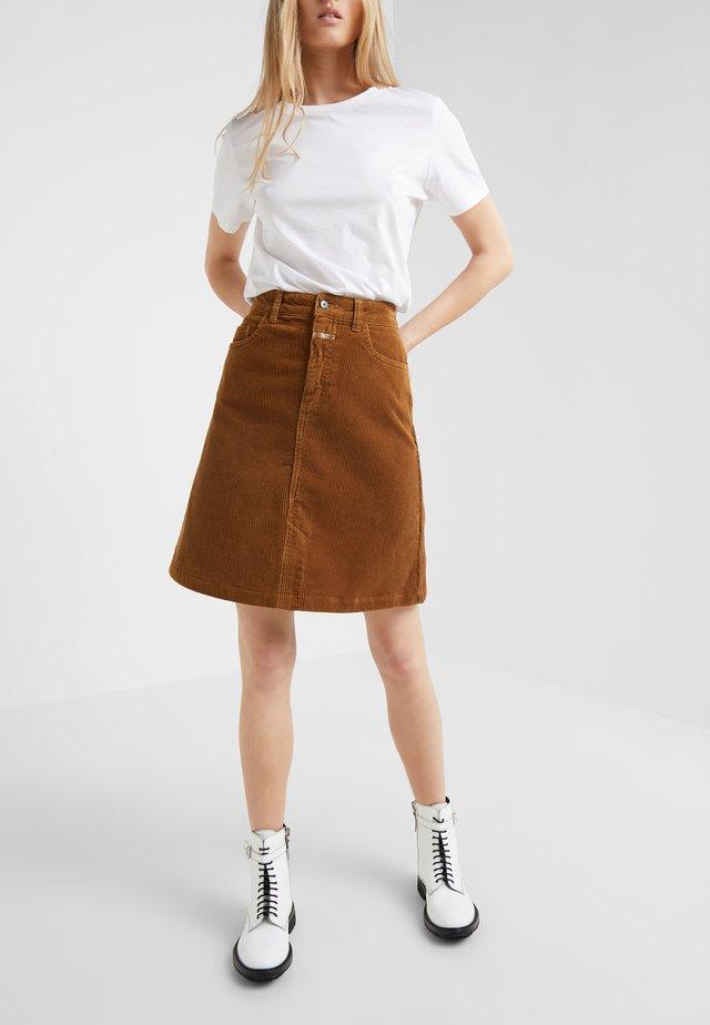 LOGAN - Áčková sukně - tobacco