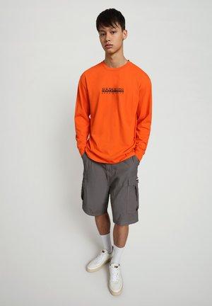 S-BOX LS - Long sleeved top - orangeade