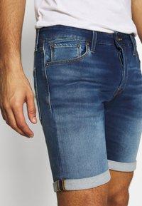 Jack & Jones - JJIRICK JJICON - Shorts vaqueros - blue denim - 3