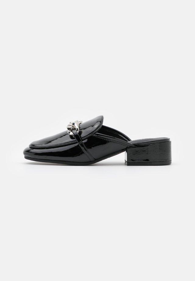 AVIANA - Pantofle - black