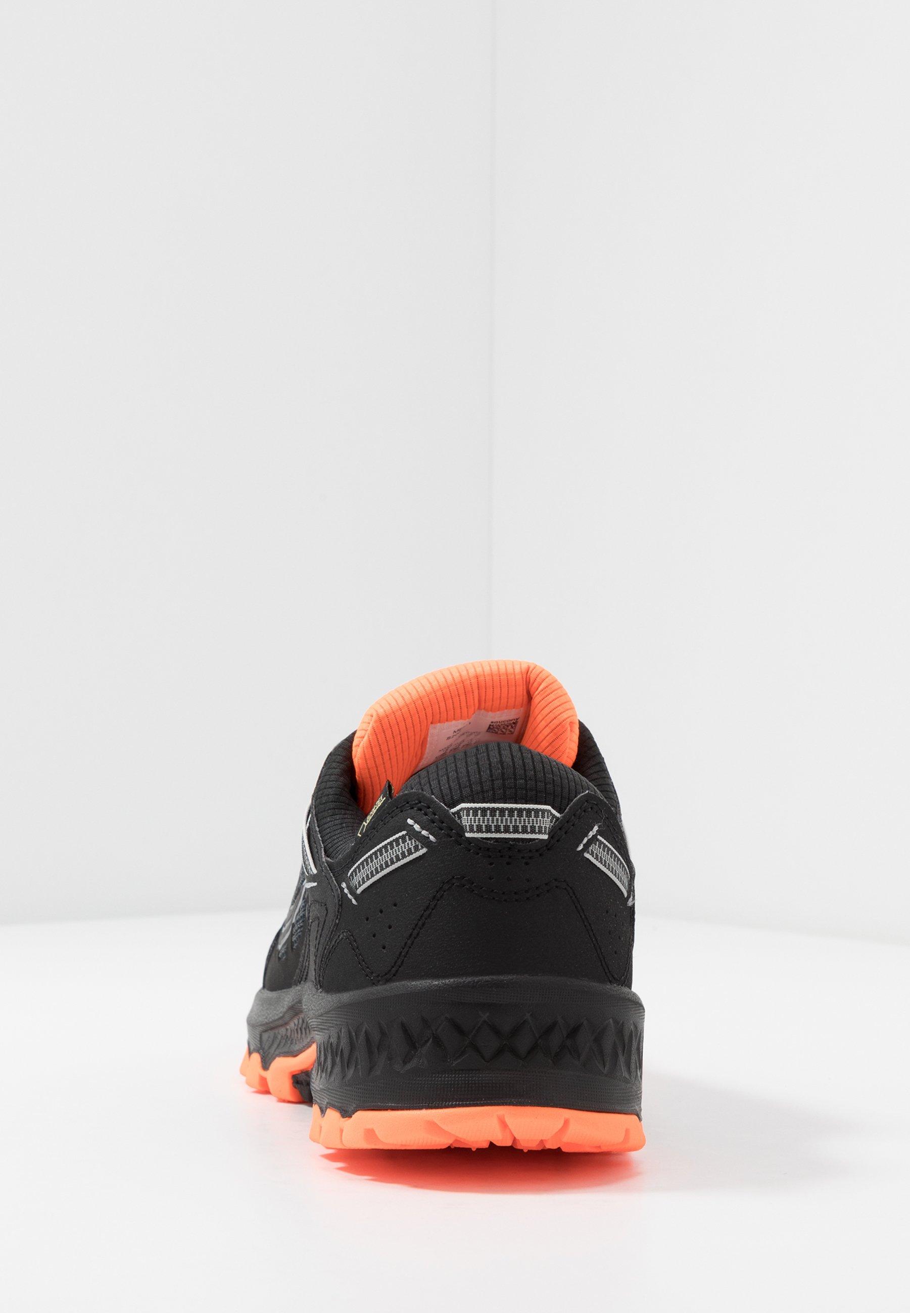 nike sko oransje og svarte striper