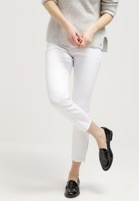 MAC Jeans - Dream Summer - Slim fit jeans - white - 3