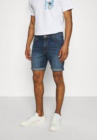 Lee - RIDER - Denim shorts - maui dark - 0