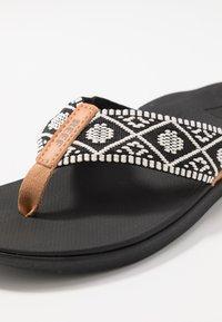 Reef - ORTHO-BOUNCE - Sandály s odděleným palcem - black/white - 5