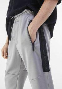 Bershka - Pantaloni sportivi - grey - 3