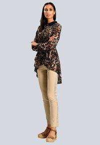Alba Moda - Button-down blouse - marineblau beige - 1