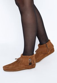Minnetonka - CONCHO FEATHER - Classic ankle boots - cognac - 0