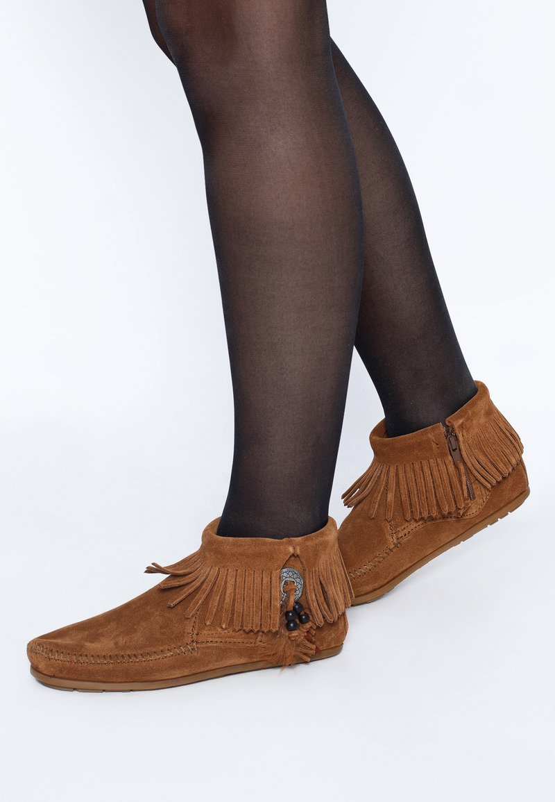 Minnetonka - CONCHO FEATHER - Classic ankle boots - cognac