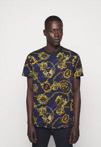 Versace Jeans Couture - T-shirt imprimé - multi - 0