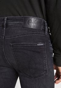 Calvin Klein Jeans - SKINNY - Skinny džíny - black - 3