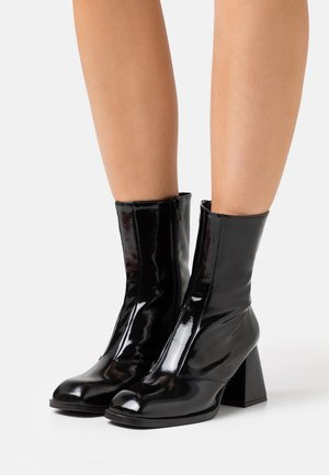 VEGAN VINNIE BLOCK BOOT - Classic ankle boots - black