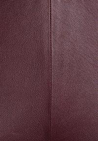 DEPECHE - PLAIN WITH ZIP AT TOP - Kožené kalhoty - bordeaux - 2