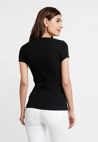 Guess - ICON TEE - Print T-shirt - jet black - 2