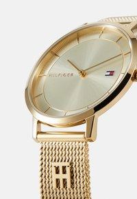 Tommy Hilfiger - DRESSED UP - Klokke - gold-coloured - 3