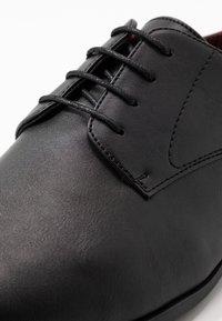 Burton Menswear London - FREDDY - Zapatos con cordones - black - 5