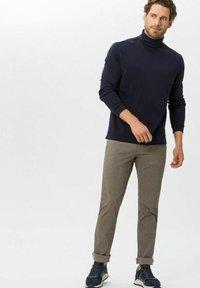 BRAX - CHUCK - Trousers - beige - 1