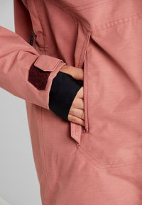 Volcom - FERN INS GORE - Snowboard jacket - mauve - 4