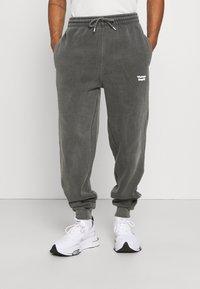 Vintage Supply - CORE OVERDYE  - Pantalon de survêtement - grey - 0