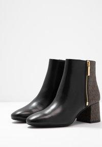 MICHAEL Michael Kors - ALANE FLEX BOOTIE - Ankle boots - black/brown - 6