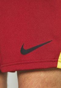 Nike Performance - SHORT TRAIN - Sportovní kraťasy - dark cayenne/solar flare/black - 5