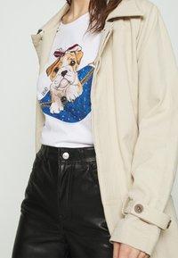 Liu Jo Jeans - Print T-shirt - white - 3